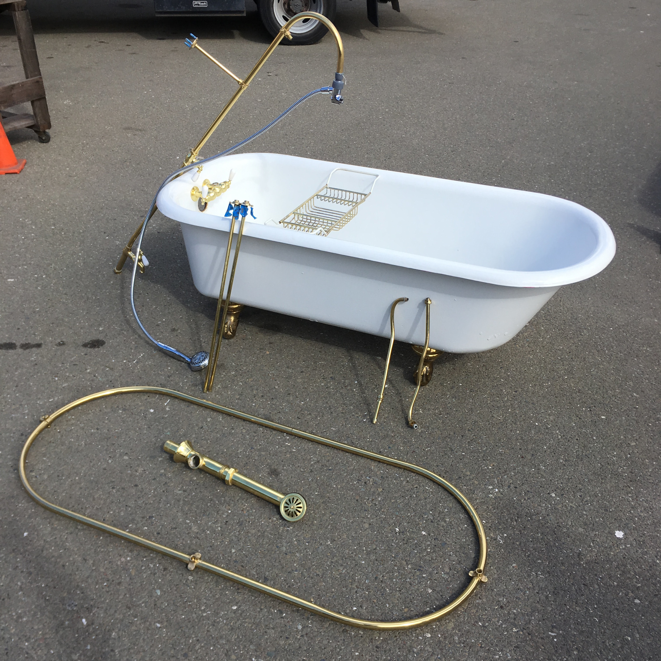 5 1 2 Ft Claw Foot Tub W Shower Ring Hardware